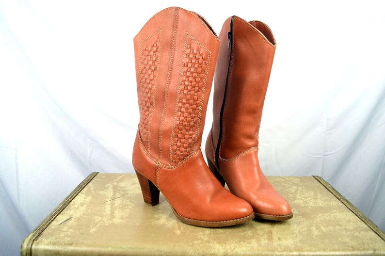 609238dfcc8f6 Vintage Fun 70s Super Cute Leather Boots - By Brass Plum Shoes - Size 5 1/2