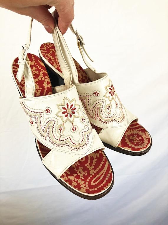 WOW Vintage RARE 1960s 60s Peep Toe Embroidered Pl