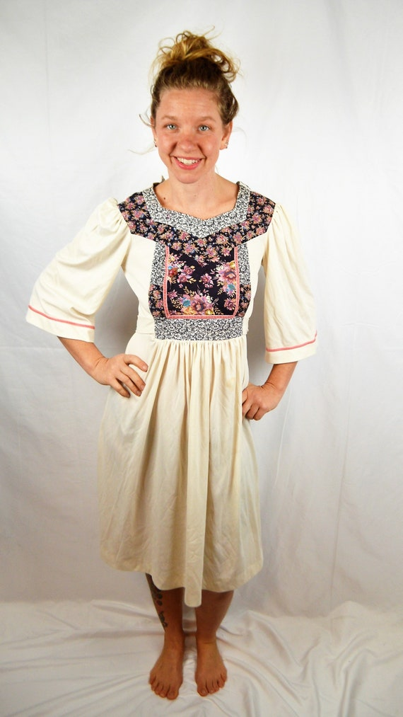 Vintage 1970s Empire Boho Hippie Young Edwardian B