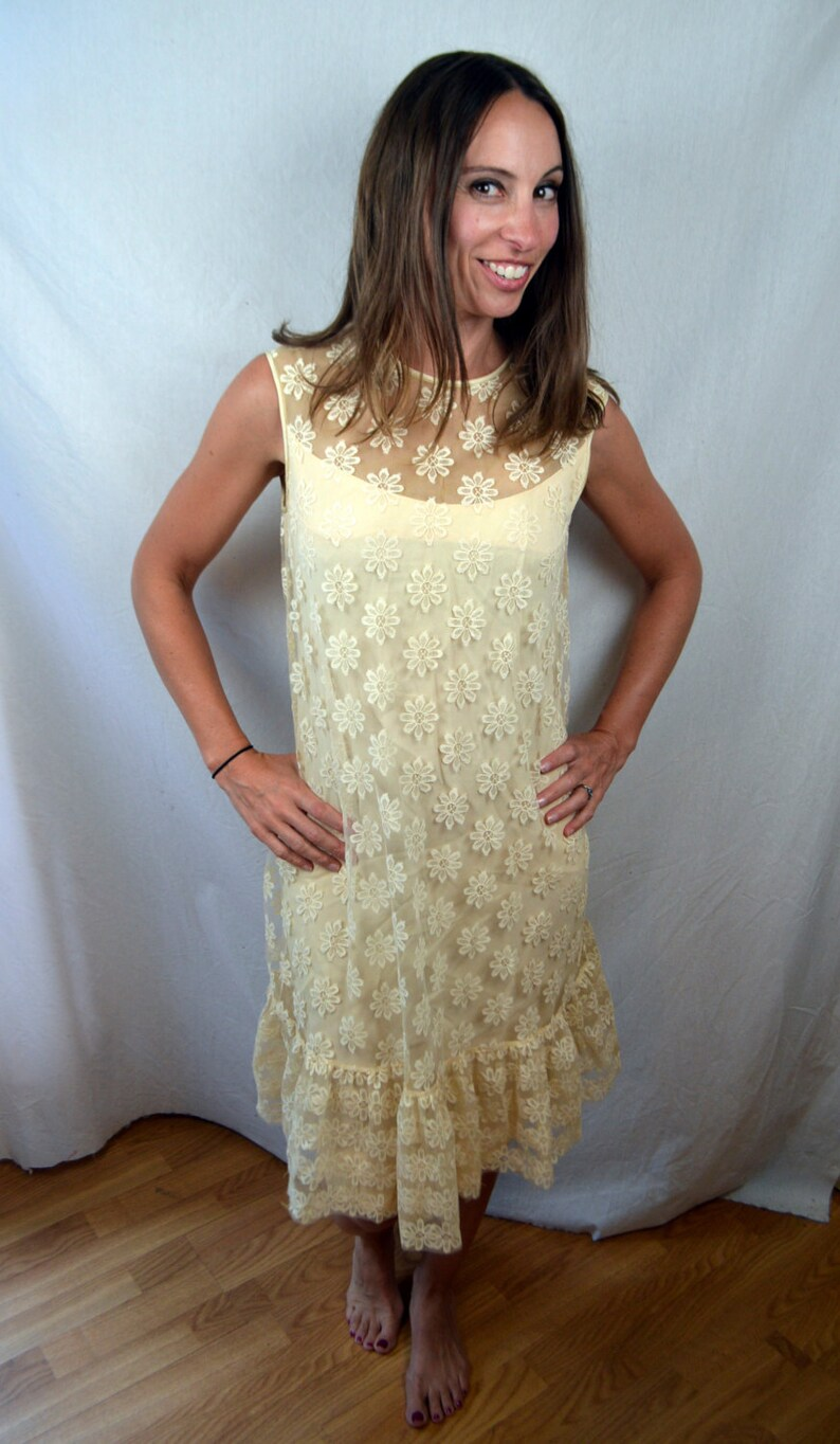 Vintage 1960s 60s Jane Andre White Flower Lace Cocktail Dress