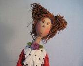 Poupée d'art,rouge,jaune ,blanc,poupée artistique,figurine,poupée décorative,rouquine,pantalon jaune,foulard blanc pois noir,