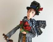 poupée d'art,violoniste,bouquet de roses,amoureux,St-Valentin,gris,rouge,chapeau haute forme,long manteau