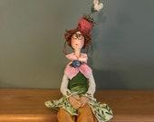 poupée exclusive,figurine,poupées artistique,pot à fleur,chapeau rigolo,poupée fait main,rose,vert,fleur,poupée d'art,figurine,rouquine,