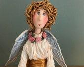 ange gardien,poupée d'art,poupée unique,ailes,roses,poupée décorative,poupée artistique,magie,douceur,bienvaillance