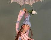 Poupée d'art,cirque,rose,bleu,argent,chapeau pointu,ruban,mobile,poupée suspendu,poupée d'artiste,poupée fait main,balançoire