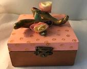 Boîte décorative,boîte rose,chaussure de femme,escarpin,boîte à bijoux,boîte décorative,coffre à bijoux,coffret,chaussure cuivre,