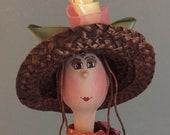 Poupée sur balançoire,poupée d'art,mobile,marionnette,orange,lilas ,fushia,chapeau de paille,fleur,rouquine,poupée artistique,