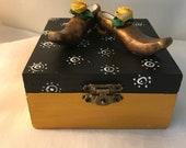 Boîte à bijoux,boîte de bois,rose jaune,cuivre,noir,jaune,pois blanc,boîte décorative,escarpin,chaussure de femme,talon haut