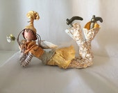 Ooak art doll,art doll,poupée,poupée d'art,figurine ,angel,wings,yellow, ,round glasses,flowers,gold,marionnette,puppet,red hair,poupée,
