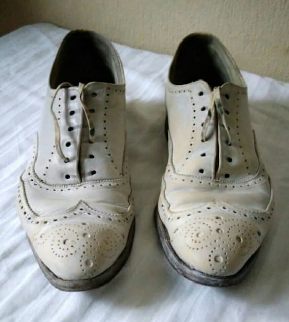 1920s 1930s Big Vogue men's white wing tip shoes o