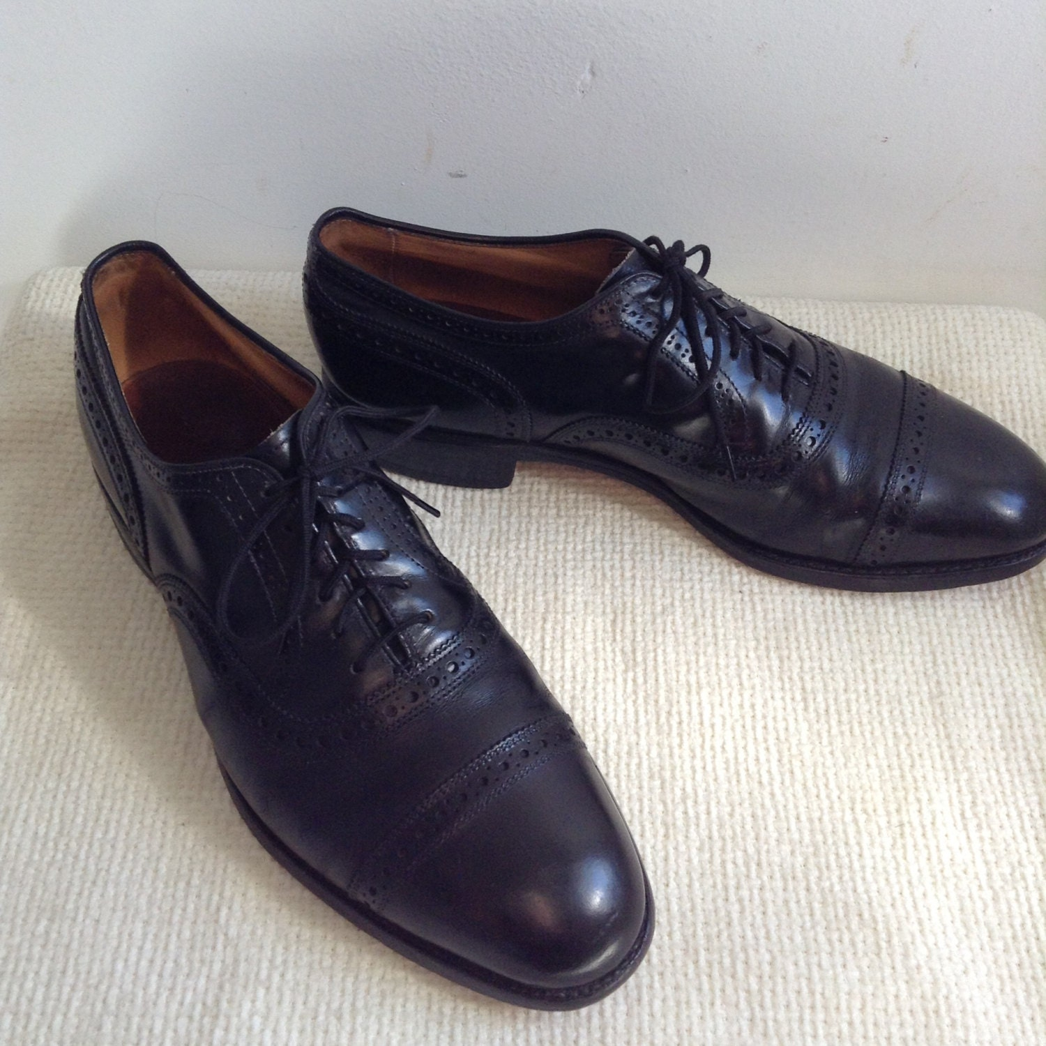 Men's Allen Edmonds SHOES, Vintage.  Dress Shoes.  Black E. Cap Toe, size 8 E. Black  Leather.  Made in USA. a2fe3a
