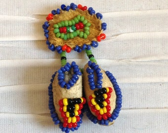 Beaded Moccasin Pin Brooch.  Vintage 1970.  Native American.  Western, Rockabilly.  Multicolored Beads.