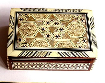 """VINTAGE MOROCCO trinket BOX,inlay mother of pearl,shell,wood,vg condition,brown,black,beige,star shapes,geometry. 6""""x 4""""x 2"""" jewelry box"""