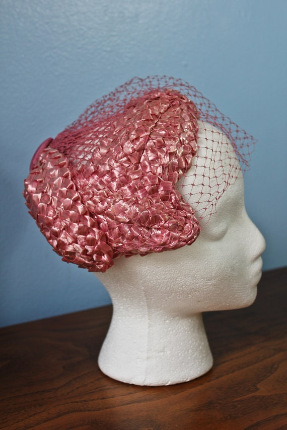 Fifties Era Pink Rattan Woven Band Hat With Veil,… - image 4