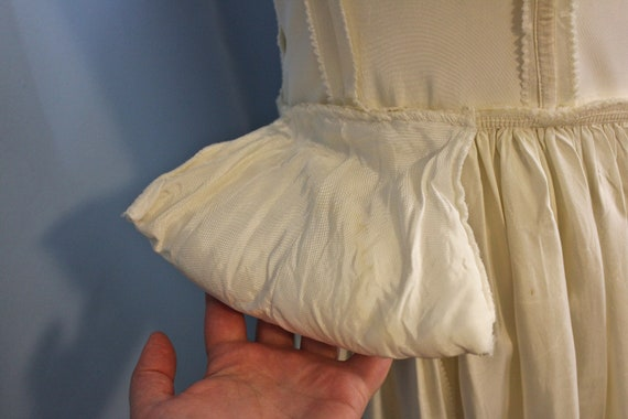 Forties Era Cream Silk Off The Shoulder Debutante… - image 6