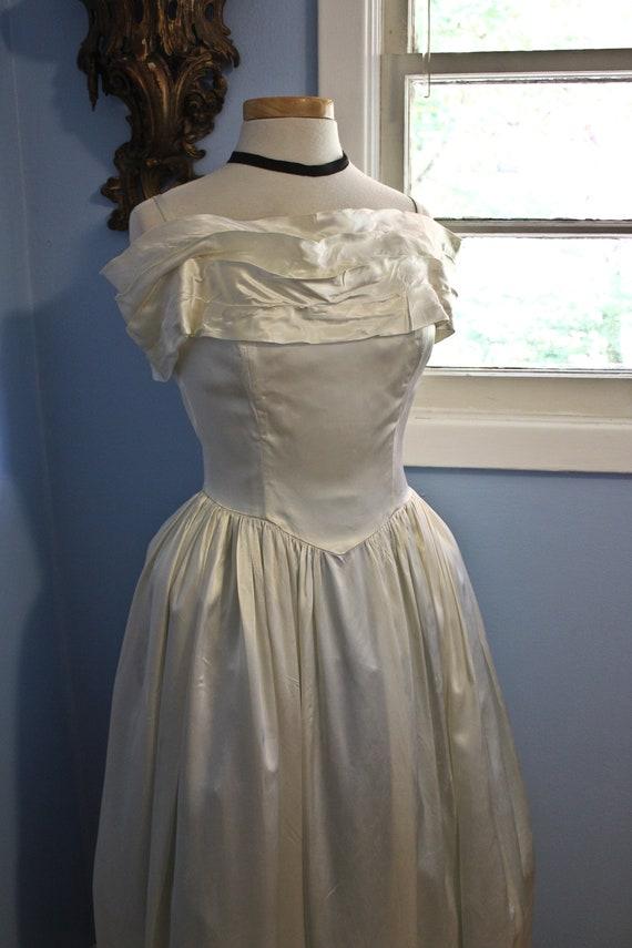 Forties Era Cream Silk Off The Shoulder Debutante… - image 3