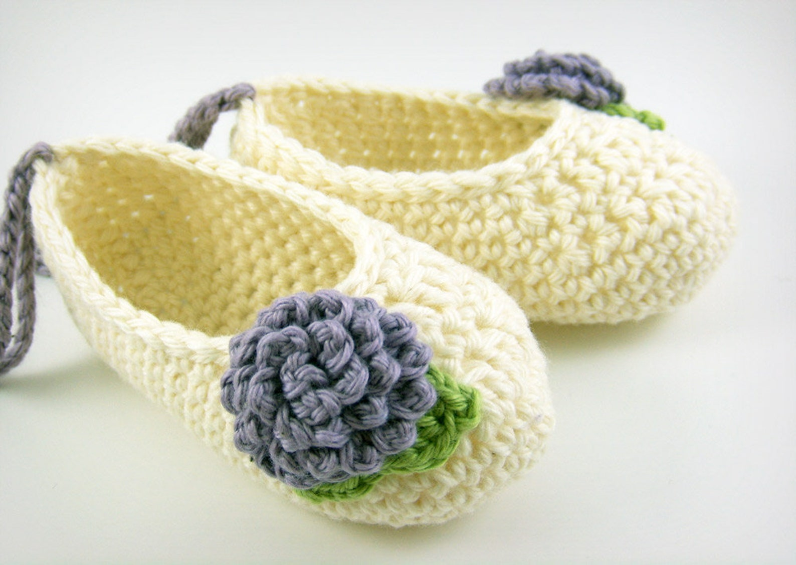 crochet pattern - baby ballet flats and mini crochet flowers
