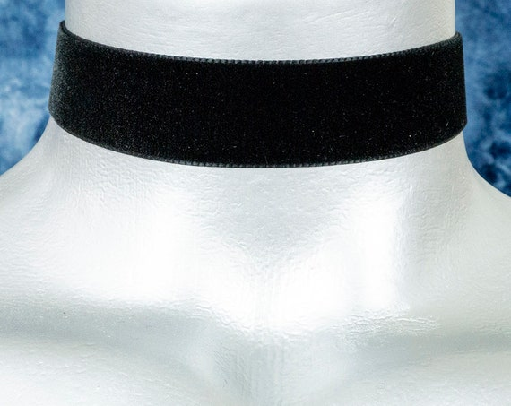 Black Velvet Ribbon Choker Necklace (22mm)