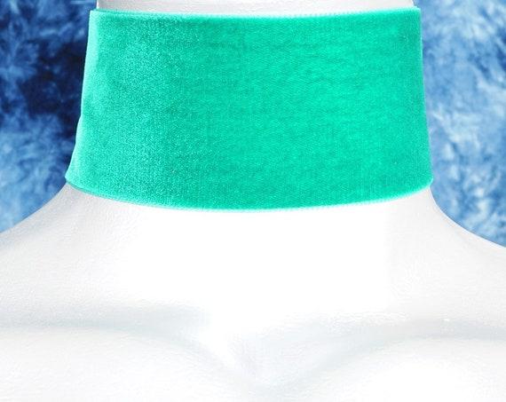 Wide Emerald Green Velvet Ribbon Choker Necklace (50mm)