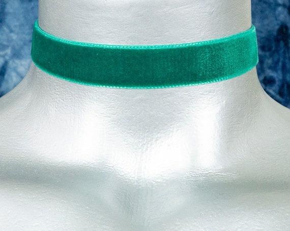 Emerald Green Velvet Ribbon Choker Necklace (16mm)