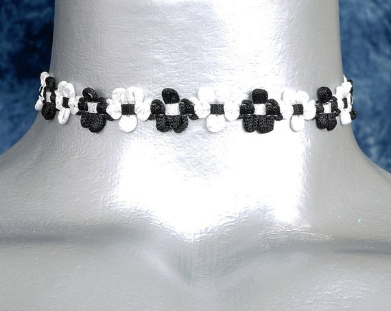 Black and White Dainty Daisy Choker Necklace