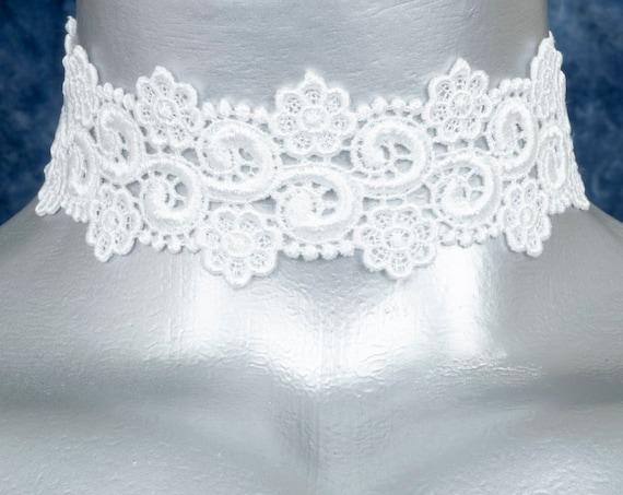 White Floral Curl Venice Lace Choker Necklace