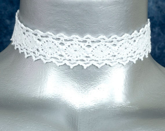 White Scalloped Cluny Lace Choker Necklace