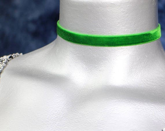 Thin Emerald Green Velvet Ribbon Choker Necklace (10mm)