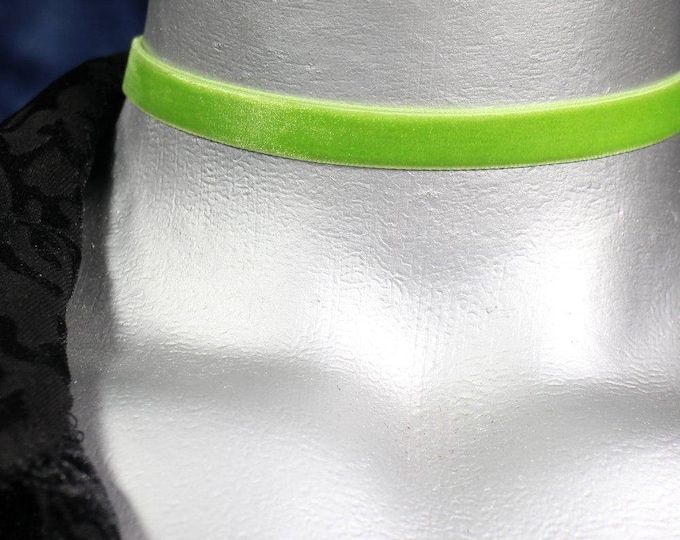 Thin Light Green Velvet Ribbon Choker Necklace (10mm)