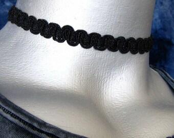 10mm Shimmering Black Scroll Trim Choker