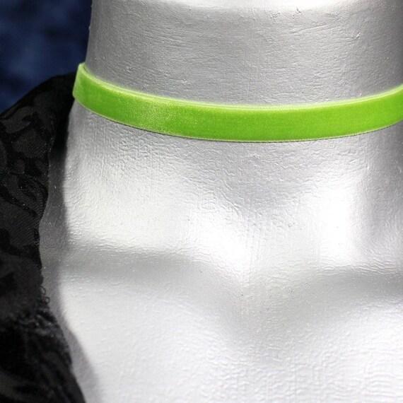 Thin Light Green Velvet Ribbon Choker Necklace (10mm)
