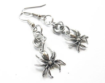 Silver spider earrings, Gothic spider jewelry, Chainmaille earrings, Spooky Halloween jewelry