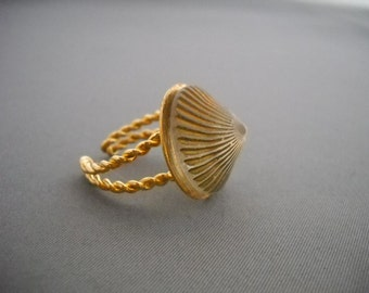 Vintage button ring with gold band