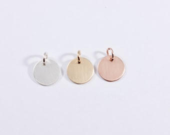 Personalized Tag, Custom Round Tag with Names, Name Pendant for Necklace, Minimalist Personalized Pendant, Silver Circle, Engraved Stamped