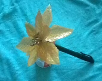 Handmade Gold poinsetta flower pen with cap