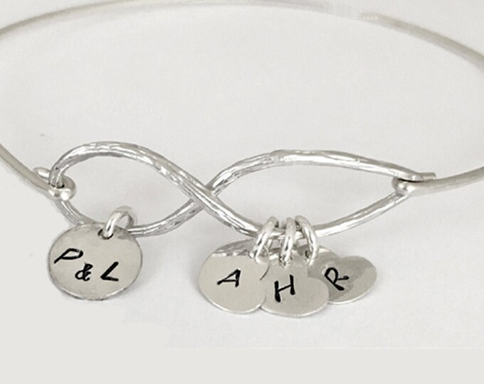 Personalized Bracelet for Mom Personalized Gift for Woman Friend Sentimental Gift for Her Gift for Wife Gift Best Friend Sentimental Jewelry