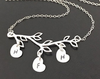 Family Tree Necklace for Mom with Kids Initial Charms Letters on Hearts Charm Necklace Mom Gift from Kids Family Branch Necklace Mother Gift