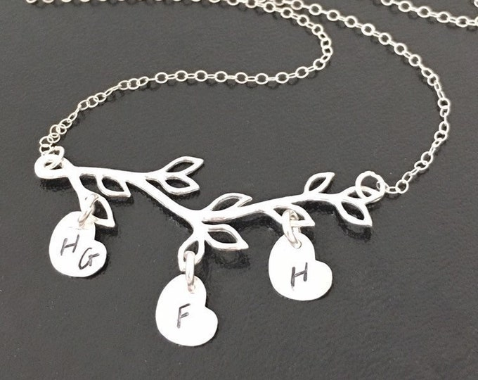 Family Tree Necklace for Mom with Kids Initial Charms Letters on Hearts Charm Necklace Mom Gift from Kids Family Branch Necklace New Mother
