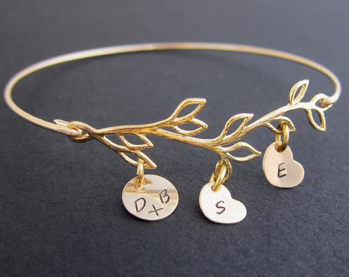 Mom Gift from Daughter Mother Day Present from Son Husband Kids Mom Jewelry Personalized Jewelry Initial Bracelet Mom Bracelet from Daughter