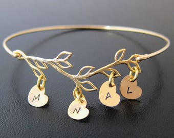Mom Christmas Gift from Daughter, Son, Kids, Family Tree Bracelet with 1 to 9 Initial Charms Christmas Gift for Mother in Law Frosted Willow