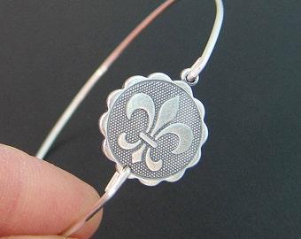 Fleur de Lis Coin Bracelet Fleur de Lis Jewelry Paris Theme Bracelet Paris Party Favor French Theme Gift Parisian Bracelet French Fashion