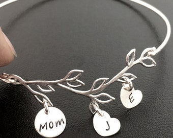 Mom Gift Personalized Mom Jewelry Mom Bracelet with Kids Initials Mom Christmas Gift from Son from Daughter Family Gift Mom Charm Bracelet