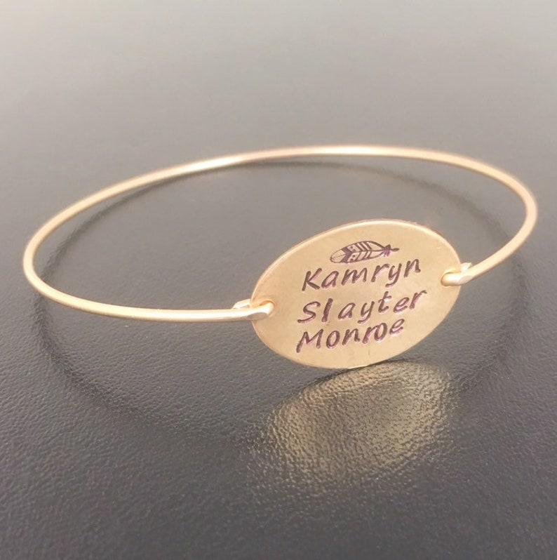 Personalized Hand Stamped Letter Bracelet for Mom Mother/'s Day Gift 14k Gold Filled Custom Oval Name Plate Bracelet