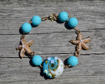 Pearl and starfish lamp work beaded bracelet, starfish jewelry, lamp work jewelry, beach bracelet