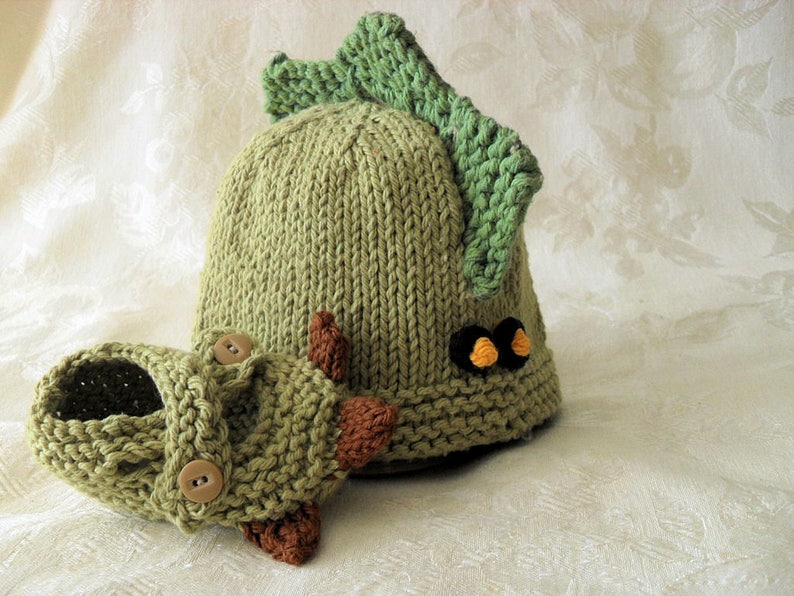 dac02be3454 Hand Knitted Dinosaur Baby Hat and Matching Dinosaur Booties