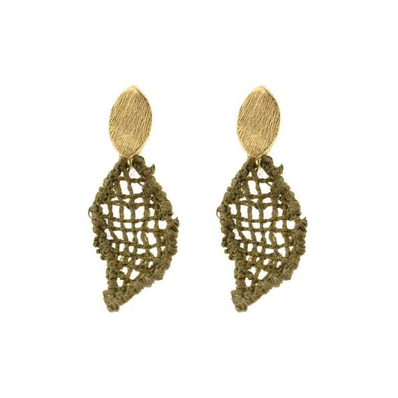 Pendientes de encaje con broche en oro.