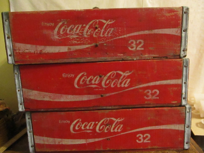 COCA COLA Coke Crate 32 ounce Fergus Falls 80 and 81 1 only