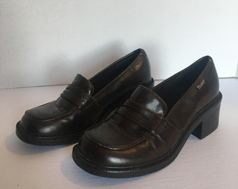 72ab0c75f5 Vintage 90s MUDD Chunky HEELS Grunge Schoolgirl Loafers Clueless Size 8  Shoes Brown Faux Leather
