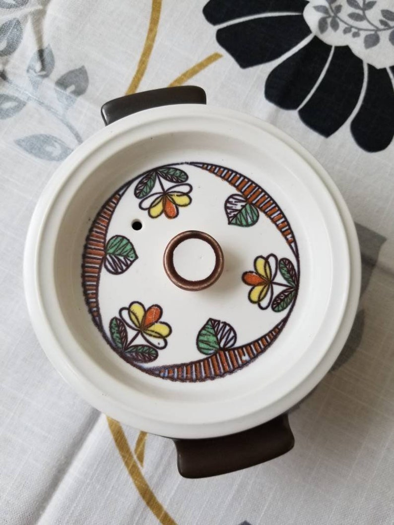 brown ceramic casserole dish with lid and adorable flower graphics Vintage 1970s Flame Chef Japan COVERED DISH with Lid small crock