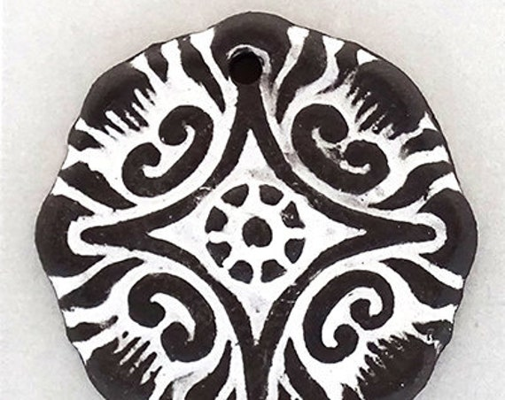 Black And White Compass Flower Pendant